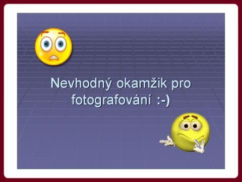 nevhodny_okamzik_-_fotografieren_aber_einer_versaut_es_immer